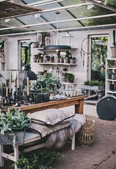 Autumn mood via helt enkelt shop garden shop, shop interiors Layout Design, Küchen Design, Store Design, House Design, Vintage Shop Display, Vintage Shops, Flower Shop Interiors, Design Apartment, Store Displays