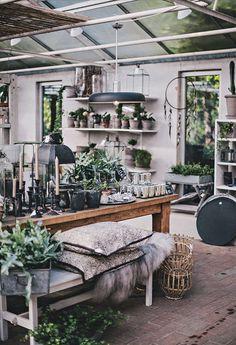 Autumn mood via helt enkelt shop garden shop, shop interiors Layout Design, Küchen Design, Store Design, House Design, Vintage Shop Display, Vintage Shops, Flower Shop Interiors, Sweet Home, Design Apartment