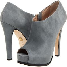 I LOVE LOVE LOVE *shoeties* like this! This is Pour La Victoire's Hadley shoe.