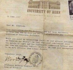"""""""Querido Sr. Einstein:  Su solicitud para el doctorado no ha sido exitosa en esta ocasión y, por tanto, no es elegible para ocupar el puesto de Profesor Asociado... Encontramos que sus ideas son más artísticas que científicas.""""  (¡Porque también somos nuestros fracasos! ¡VIVAN las veces que nos han dicho que no -y no hemos renegado de nuestro arte!)"""