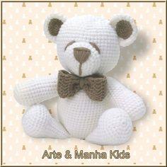 Urso branco, com detalhes em bege, todo confeccionado em lã, em crochê.  Um lindo presente para um bebê que irá nascer, para uma criança...  Não contém peças pequenas, como olhinhos, focinho... Pois são bordados.  Tem aproximadamente 30 cm de altura.    Para mais informações, entre em contato atr... Crochet World, Crochet Animals, Crochet Toys, Knit Crochet, Lalylala, Doll Toys, Crochet Stitches, Teddy Bear, Macrame