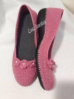 hermoso zapato tejido a mano con gancho 1.75mm y estambre color rosa de palo ideal para los pies frios