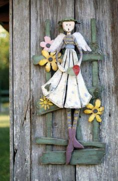 Ana Rosa / in my garden.at my door. Wood Crafts, Diy Crafts, Handmade Angels, Garden Angels, Garden Whimsy, Decoupage Vintage, Fairy Doors, Wooden Garden, Yard Art