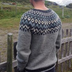 273 отметок «Нравится», 9 комментариев — Anette (@anetteta) в Instagram: «Riddari til fjells 😍 #riddari #knitpicks #islandsgenser #iloveknitting #knitbyme #lopapeysa…»