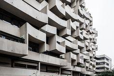 résidence du Parc, Paris by Roger Anger Paris Suburbs, Serviced Apartments, Beautiful Buildings, Building Design, Old School, Facade, Architecture, Balcony, Grid