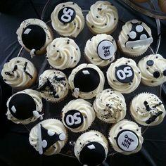 50th Birthday black & white cupcakes