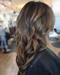 Hairpainting balayage brunette beach waves
