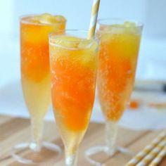 Popsicle Flavored Party Drinks ***Popsicle - Tropical flavors (partir en padacitos), echar en vaso y añadir alguna bebida carbonatada (ej. Welch's sparkling carbonated drink); para adultos puedes usar algún licor tropical.***