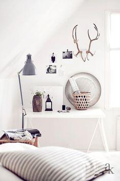 // WHITE MODERN BEDROOM