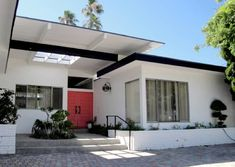 Modern Homes Los Angeles: Aug 4 Mid-Century Modern Open House Listings: Hills of Sherman Oaks, Encino and Tarzana Mid Century Modern Design, Modern House Design, Exterior Paint, Exterior Design, Exterior Colors, Porches, Mid Century Exterior, Mcm House, Modern Landscaping