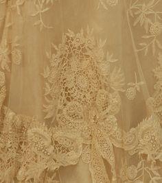 lace Antique Lace, Vintage Lace, Vintage Dresses, Vintage Outfits, Victorian Lace, Vintage Clothing, Linens And Lace, Special Dresses, Needle Lace