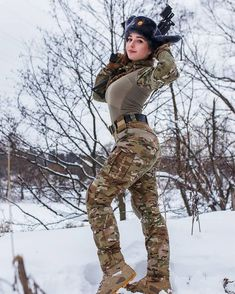 Deadly military women also deserve to fight for their country just like men. Woman have served in the military in greater number than before. Military services all open for both gender. Sexy Hot Girls, Cute Girls, Mädchen In Uniform, Female Soldier, Military Girl, Warrior Girl, Military Women, Girls Uniforms, Special Forces