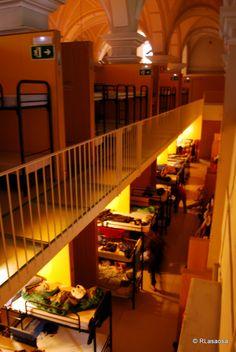 Zona de literas en el albergue Jesús y María, Pamplona #CaminodeSantiago