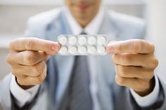Clinicians treating severe acne leave too many patients on ineffective antibiotics for far too long before prescribing more potent needed therapy with isotretinoin, claim US researchers.