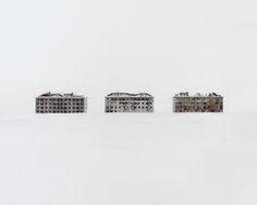 """""""Restricted areas"""", il progetto fotografico di Danila Tkachenko tra i relitti e le carcasse di un futuro mai decollato (FOTO)"""