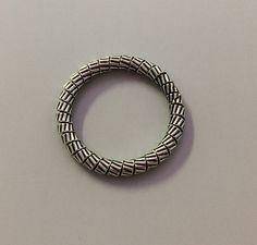 Inel argint patinat, model rasucit #inele #rings Silver Rings, Bracelets, Model, Jewelry, Jewlery, Jewerly, Scale Model, Schmuck