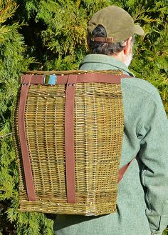 Willow Backpack / made by Katherine Lewis Pinecone Crafts Kids, Pine Cone Crafts, Willow Weaving, Basket Weaving, Willow Sticks, Red Basket, Traditional Baskets, Square Baskets, Primitive Survival