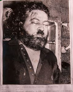 The death photo of Pablo Escobar. Provided originally from the Colombian police. Escobar's death had to happen eventually. Pablo Emilio Escobar, Pablo Escobar Dead, Pablo Escobar Net Worth, Pablo Escobar Quotes, Narcos Pablo, Rare Historical Photos, Girl Pictures, Tatoos, Poster