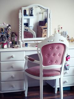 white makeup table | ... Pearl Blog - UK beauty, fashion and lifestyle blog: My dressing table
