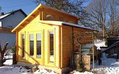 Damit Sie lange Freude an Ihrem Holz-Gartenhaus haben – hier: Nordland-70 - finden Sie bei uns Tipps, wie Sie Naturholz richtig behandeln und pflegen.