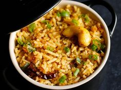 Singapore Fried Rice Recipe with step by step pics. This singapore fried rice dish is spicy and tastes too good. You don't need any accompanying dish with it. Cooked Rice Recipes, Leftover Rice Recipes, Capsicum Recipes, Chapati, Rice Dishes, Recipe Collection, Fries, Spicy