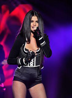 celebstills: Selena Gomez Performs at WiLD 94.9's FM's Jingle Ball 2015 in Oakland
