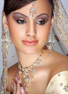 Bridal Makeup Pictures – Indian and Pakistani Brides Bridal Makeup Pictures, Asian Wedding Makeup, Bridal Eye Makeup, Indian Bridal Makeup, Asian Bridal, Wedding Hair And Makeup, Bride Makeup, Bridal Beauty, Make Up Braut