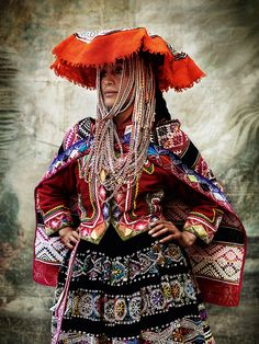 "Alta Moda is a personal project for fashion photographer Mario Testino. It brought him to his home of Peru to capture the Peruvian culture and traditional dress – the Mario Testino way. ""So much Peruvian history lives… Mario Testino, Traditional Fashion, Traditional Dresses, Folk Costume, Costumes, Moda Peru, Peruvian People, Peruvian Women, Ethno Design"
