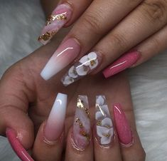 Image discovered by 𝑎𝑢𝑢𝑟𝑦𝑦𝑖𝑎 𝑗 🦋. Find images and videos about flower power, long nail and coffin shape on We Heart It - the app to get lost in what you love. Aycrlic Nails, Glam Nails, Classy Nails, Stylish Nails, Bling Nails, Trendy Nails, Coffin Nails, Summer Acrylic Nails, Best Acrylic Nails