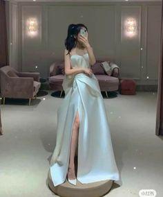 Elegant Dresses, Pretty Dresses, Beautiful Dresses, Ball Dresses, Prom Dresses, Wedding Dresses, Kpop Fashion Outfits, Fashion Dresses, Saree Embroidery Design