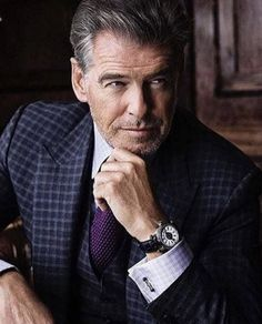 Chic Type, Pierce Brosnan, Best Dressed Man, Well Dressed, Luxury Watch Brands, Fashion Blogger Style, Sartorialist, Fitness Gifts, Suit And Tie