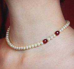Draculas bride choker noble and simple ivory pearls gothic necklace with ruby bloody vampire fangs marks