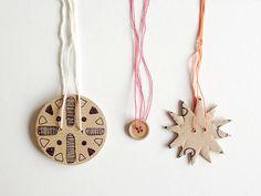 DIY Cardboard Twirly Whirly Toy - http://www.handmadecharlotte.com/diy-cardboard-twirly-whirly-toy/