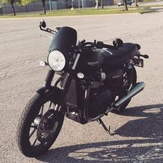 Can't go wrong with black on black on black 😍 Credit: Triumph Street Twin featuring the Midnight Tint Classic Flyscreen! ⬆ SHOP LINK IN BIO ⬆ Triumph Street Twin, Triumph Bonneville, Triumph Motorcycles, Twins, Canning, Cars, Classic, Shop, Concept