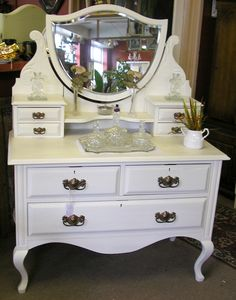 Antique Vanity Table Set With Chair And Round Mirror Above