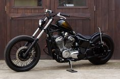 Beautiful custom Honda Steed, from the guys at Hole of the Wall Honda Bobber, Bobber Chopper, Bobber Kit, Honda Shadow Bobber, Cafe Racer Honda, Bobber Bikes, Honda Bikes, Bobber Motorcycle, Motorcycle Outfit