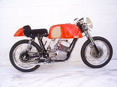 http://raresportbikesforsale.com/wp-content/uploads/2011/02/1962-Yamaha-YDS1R-Left-Side1.jpg