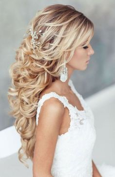 37 Glamorous wedding hair half up half down hairstyles When you have all the cute outfits, beautiful gems, and curly hair, you should simply look at the prettiest hairstyles. Half up half down hairstyles h. Wedding Hairstyles For Long Hair, Bride Hairstyles, Down Hairstyles, Pretty Hairstyles, Hairstyle Ideas, Hair Ideas, Hairstyles 2016, Hairstyle Wedding, Glamorous Hairstyles