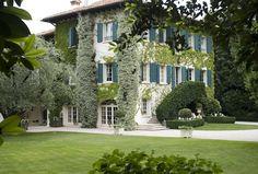 Um grande moinho do século XVIII em Friuli, na Itália, foi transformado em uma charmosa residência familiar.O arquiteto fiorentino Michelle Bonan manteve o layout original do prédio principal, construído na década de 60. #residência #itália #arquitetura