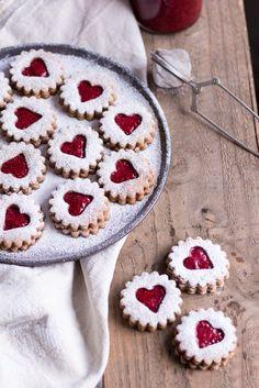 Healthy Spitzbuben Cookies - pure vegetable, ve . Healthy Spitzbuben Cookies – pure vegetable, vegan, without refined sugar, gluten-free – de. Cookie Recipes, Diet Recipes, Healthy Recipes, Cake Vegan, Food Items, Christmas Cookies, Christmas Jam, Christmas Recipes, Xmas