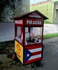 Hot day at the Caribbean? Need something to refresh yourself? Something cold, sweet, delicious , budget friendly, and local? look for Piraguas. Puerto Rico Usa, Puerto Rico Island, Puerto Rico Pictures, Puerto Rican Flag, Puerto Rico History, Puerto Rican Culture, Puerto Rican Recipes, Latin Food, Puerto Ricans