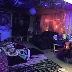 Hippie Bedroom Decor, Room Design Bedroom, Room Ideas Bedroom, Bedroom Inspo, Grunge Bedroom, Emo Bedroom, Bedrooms, Stoner Bedroom, Hangout Room