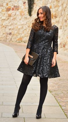 1000 MANERAS DE VESTIR: New Year´s Eve. Black sequin embroidery dress+black tights+black patent leather stilettos++black envelope clutch with golden studds. New Years Eve Party Outfit 2016 Nylons, Pantyhose Outfits, Black Pantyhose, Black Tights, Wool Tights, Opaque Tights, Fashion Tights, Tights Outfit, Jw Fashion