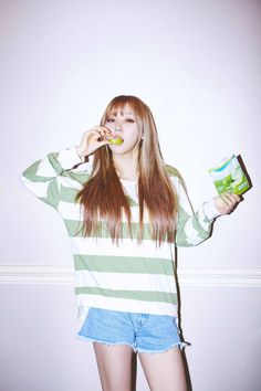 Moonbyul is a babe though Kpop Girl Groups, Korean Girl Groups, Kpop Girls, K Pop, Mamamoo Moonbyul, Queens, Wattpad, Korean Model, Stars And Moon