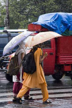 Walking home from school in the rain I Love Rain, Walking In The Rain, Under My Umbrella, Monsoon, Umbrellas, India, Times, Pop, Children