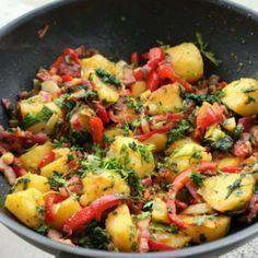Cartofi boieresti Raw Vegan Recipes, Healthy Eating Recipes, Baby Food Recipes, Cooking Recipes, Avocado Salad Recipes, Romanian Food, Food Places, Wok, Quick Meals