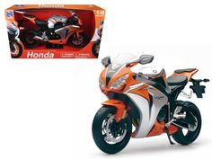 2010 Honda CBR 1000RR Motorcycle 1:6 Diecast Model by New Ray