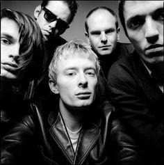 Radiohead (Thom Yorke) & Co. Radiohead Poster, Gig Poster, Colin Greenwood, Thom Yorke Radiohead, Corps Parfait, Britpop, Story Video, Band Photos, Funny Art
