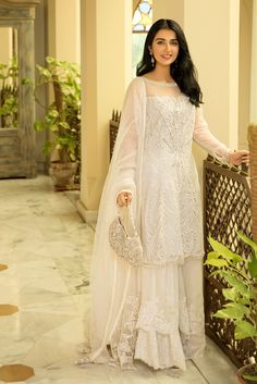 Beautiful White Dresses For Eid, designer eid collection dress Pakistani White Dress, Pakistani Formal Dresses, Eid Dresses, Pakistani Dress Design, Party Wear Dresses, Pakistani Outfits, Indian Dresses, White Anarkali, Woman Dresses