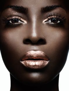 If you're lost on where to find the best metallic makeup, don't fret. Read on to see some of our favorite metallic makeup trends for your face, eyes and lips. Makeup Tips, Beauty Makeup, Eye Makeup, Hair Makeup, Hair Beauty, Makeup Ideas, Makeup Trends, Makeup Contouring, Prom Makeup